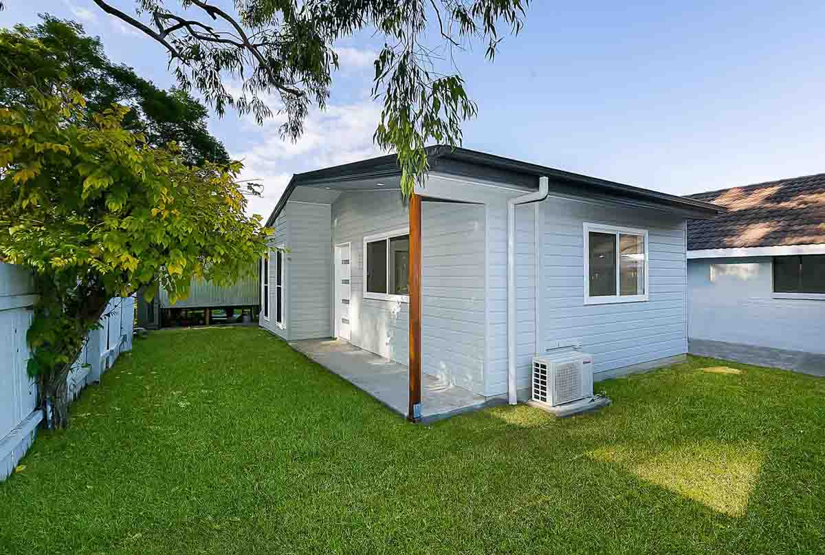 2 bedroom granny flat in Point Clare